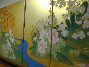 制作中の「四季花木図」